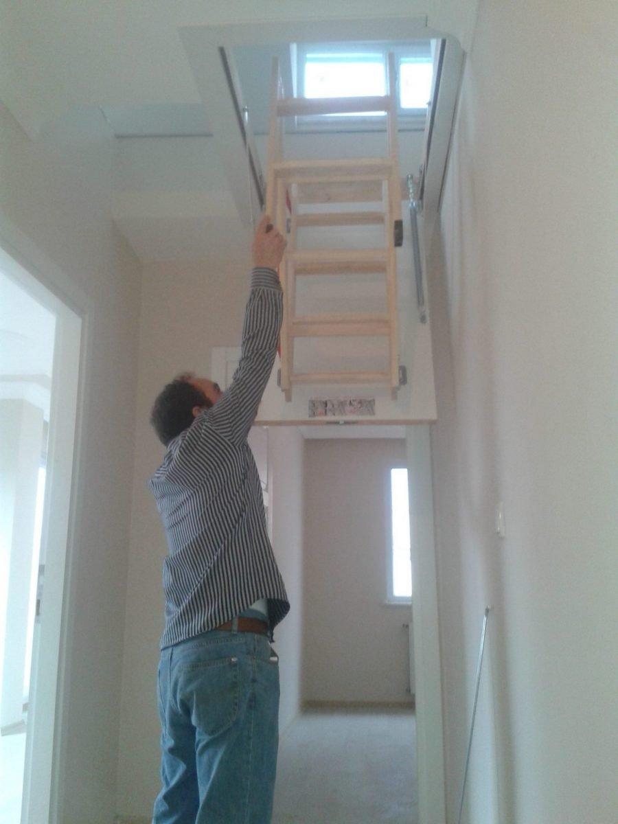 üç basamaklı farko ahşap çatı merdiven montajı